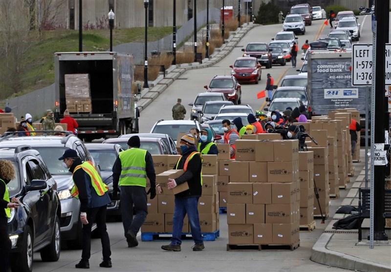 شهروندان آمریکایی گرسنه ای که ساعتها در صفهای طویل منتظر دریافت غذا می ایستند + تصاویر