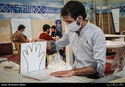 تولید دستکش یک بار مصرف توسط بسیجیان