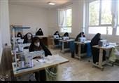 تولید ماسک در قرارگاه بسیج دانشجویی البرز برای مقابله با کرونا به روایت تصویر