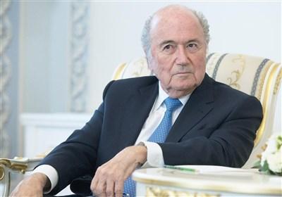 بلاتر: سارکوزی خواهان میزبانی قطر به جای آمریکا از جام جهانی ۲۰۲۲ بود/ به خاطر روسیه از فوتبال حذف نشدم