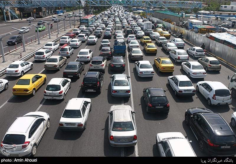 کاهش 1.2 درصدی تردد وسایل نقلیه در جادهها/ ترافیک نیمهسنگین در جاده چالوس