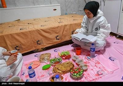 افطار در بیمارستان کامکار قم اولین بیمارستان کرونایی کشور