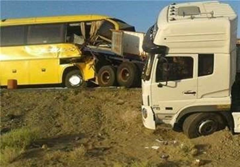 12 کشته و 8 مصدوم در تصادف تریلی با اتوبوس