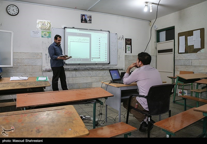 مدارس خارج از کشور دورههای فارسی آموزی برگزار میکنند/تحریم بانکی و مشکلات پرداخت حقوق