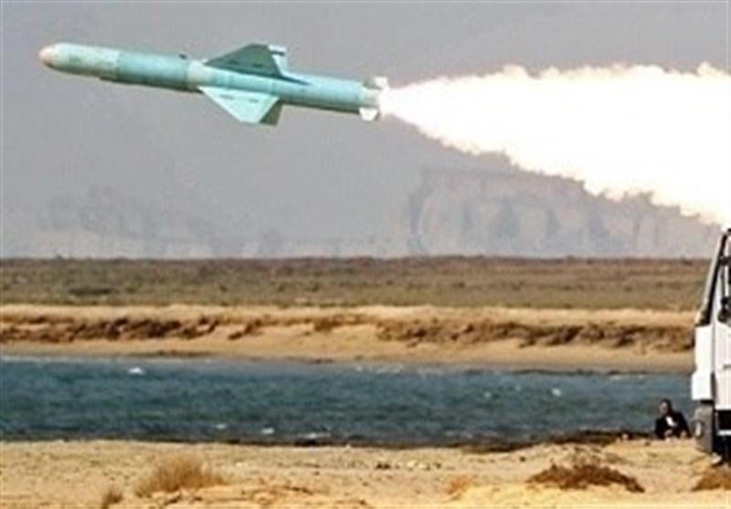 """اطلاق صاروخ کروز """"نصر"""" ضد أهداف بحریة سطحیة خلال مناورات """"ذوالفقار 99"""""""