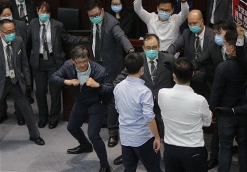 Chaos in Hong Kong Parliament as Politicians Clash Over Controlling House Committee (+Video)