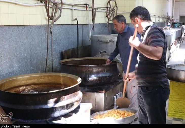 سفره نیازمندان با «جمعههای اکرام» رنگین شد؛ طبخ 15 هزار پرس غذای گرم ویژه نیازمندان کاشانی + فیلم