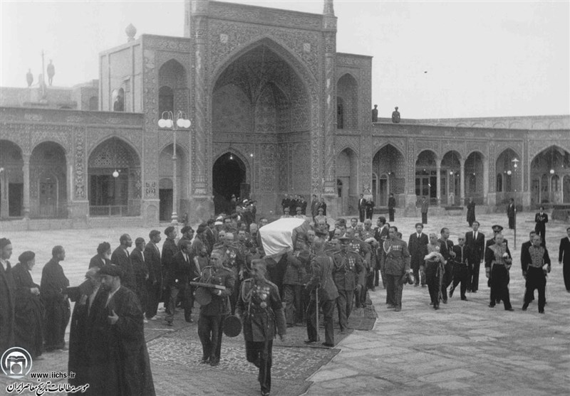 گزارش تاریخ|ماجرای تشییع رضاشاه؛ مخالفت مراجع در قم، استقبال سرد در تهران + عکس