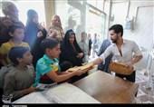 توزیع نان رایگان توسط آستان قدس در مناطق محروم مشهد کلید خورد