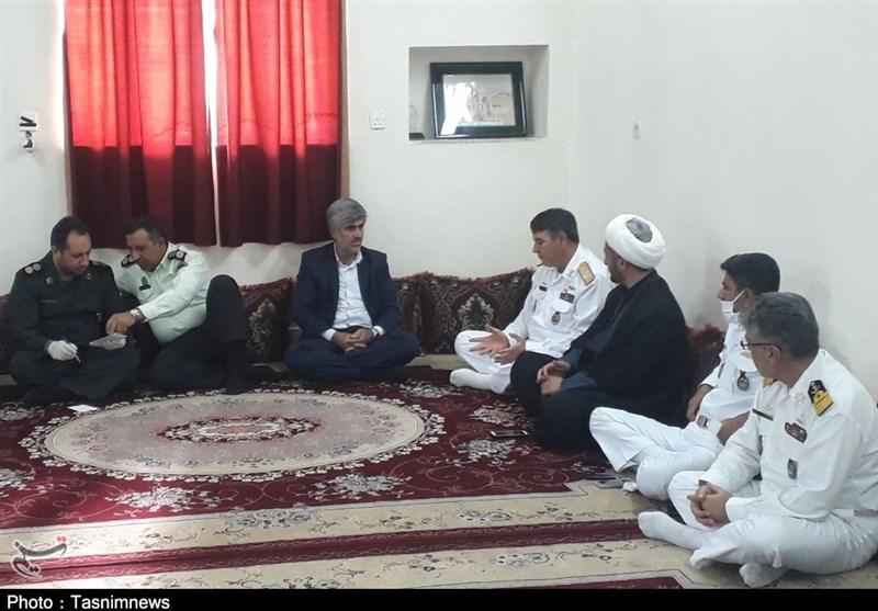 هیئت رئیسه منطقه یکم نداجا با خانواده سرباز شهید ناوچه کنارک دیدار کرد