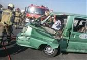 9 مصدوم در پی برخورد خودروی ون با نیوجرسی در اتوبان قم_تهران + تصاویر
