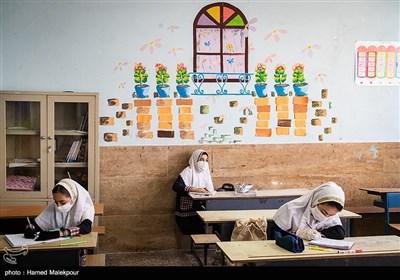 بازگشایی موقت مدارس جهت رفع اشکال دانش آموزان پس از شیوع کرونا - دبستان دخترانه سیدان