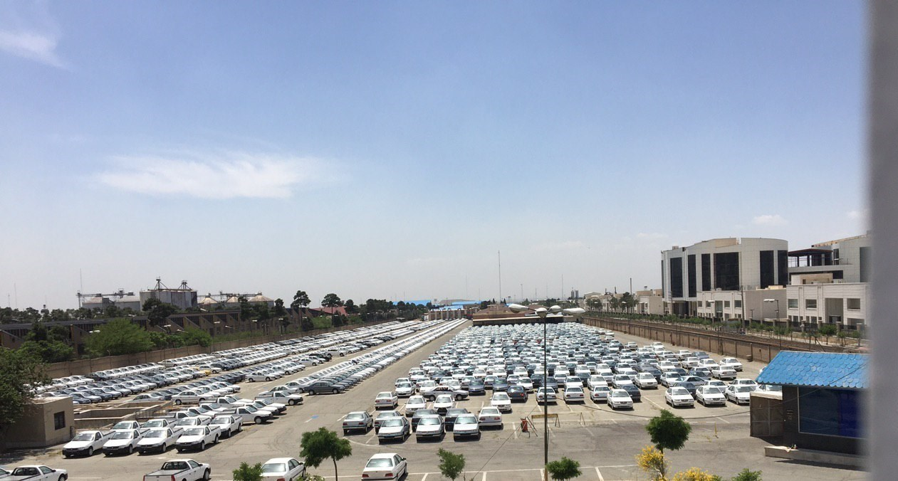 """آیا """"دپوی ۳۰۰۰۰ خودرو"""" توسط خودروسازان مصداق روشن """"احتکار"""" نیست؟! + تصاویر"""