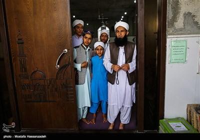 برخی از قاریان قرآن بدلیل مراسم اعتکاف قادر به خارج شدن از مسجد نیستند