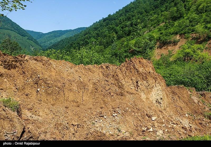آخرین جزئیات از وضعیت رانش زمین در ساوه؛ 2 محور روستایی ساوه قطع شد