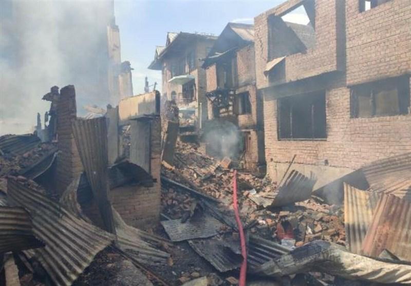 حمله سربازان هند برای کشتن مسلمان آزاده خواه کشمیری و به آتش کشیدن 15 خانه +فیلم