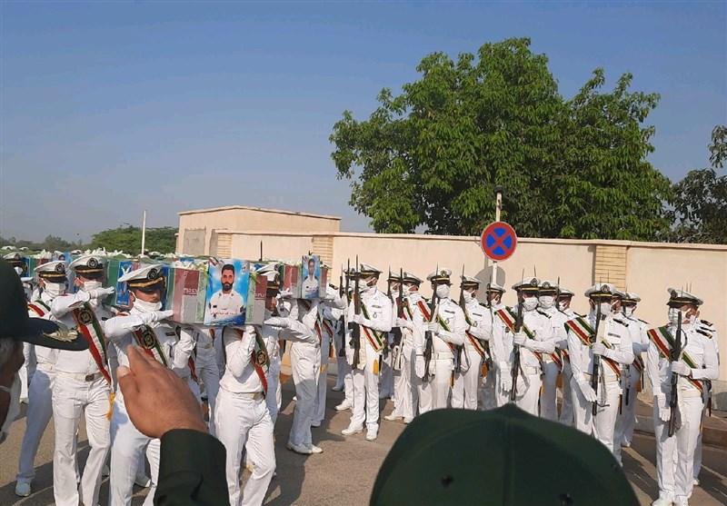 پیکر پاک 5 شهید حادثه شناور کنارک بر روی دستان مردم قدرشناس بوشهر تشییع شد