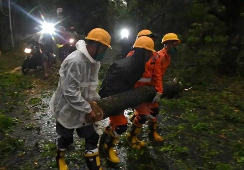طوفان 24 هندی را به کام مرگ کشاند/ قطع برق منازل میلیونها نفر