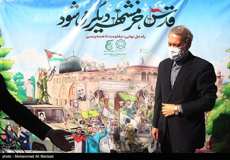 علی لاریجانی در اهتزاز پرچم بزرگ فلسطین در قم به مناسبت روز قدس