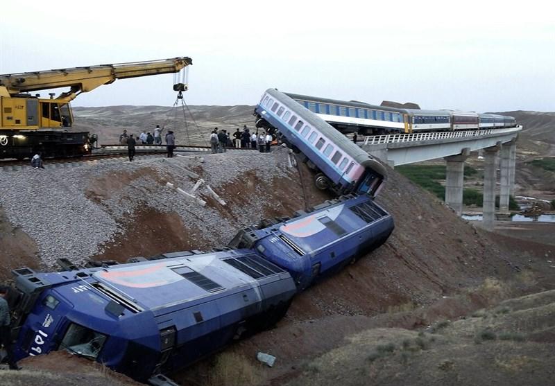 Train Derailment Injures 5 in Iran