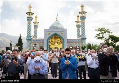 اقامه نماز عید فطر در امامزاده پنج تن لویزان