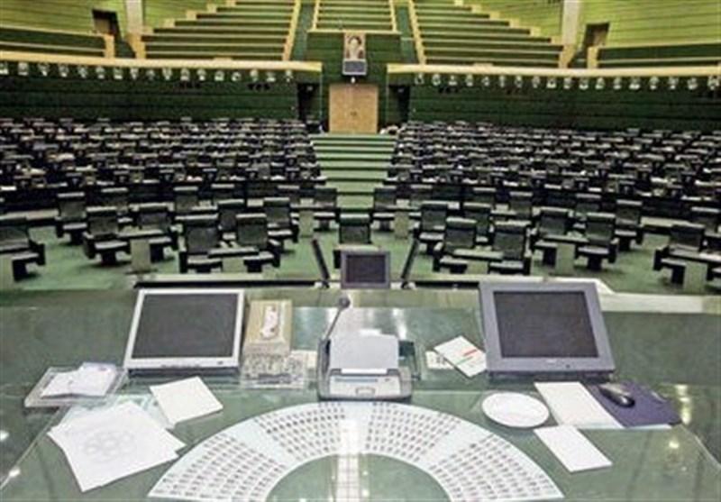 حاشیه از مجلس|منتخبانی که امان نامه کفر را امضا نمی کنند/جابه جایی در نطق پیش از دستور رئیس سنی