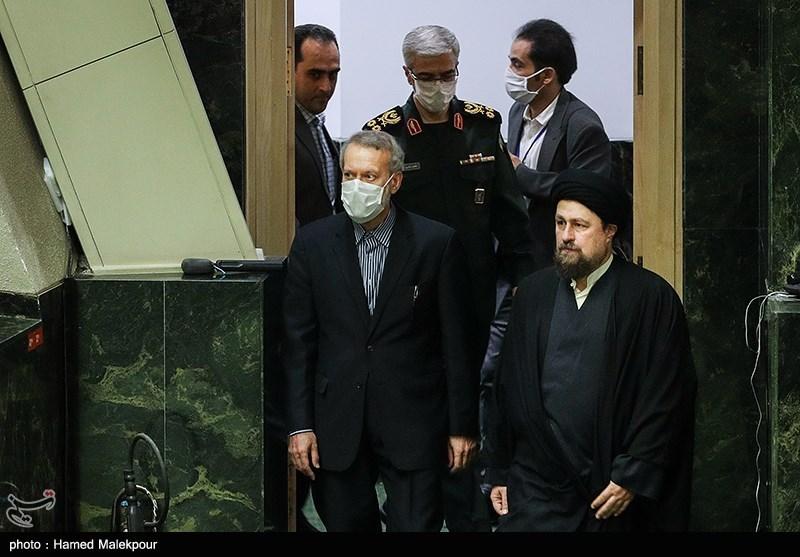 ورود حجتالاسلام سیدحسن خمینی و علی لاریجانی به مراسم افتتاحیه یازدهمین دوره مجلس شورای اسلامی