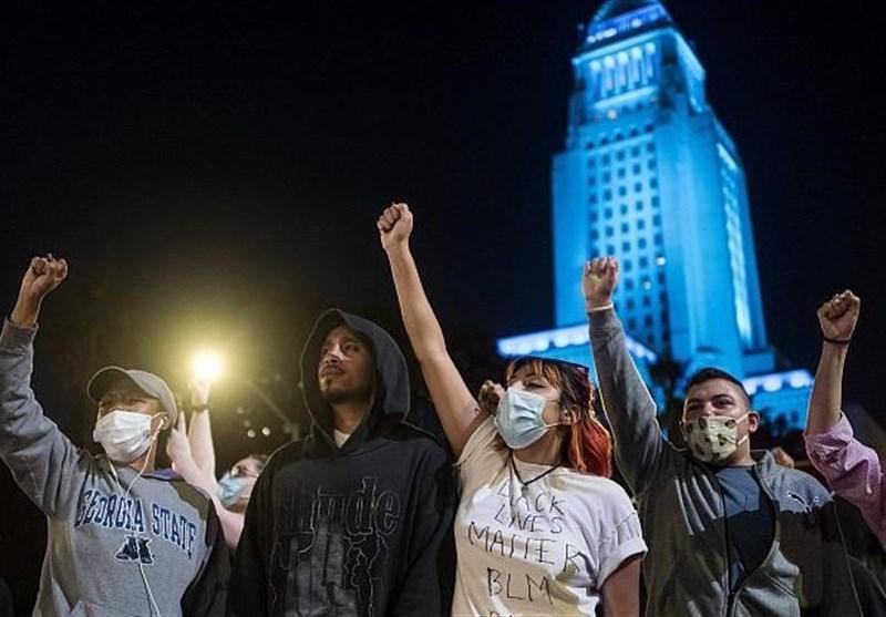 ادامه اعتراضات به کشته شدن مرد سیاهپوست به دست پلیس/ پرچم آمریکا به آتش کشیده شد