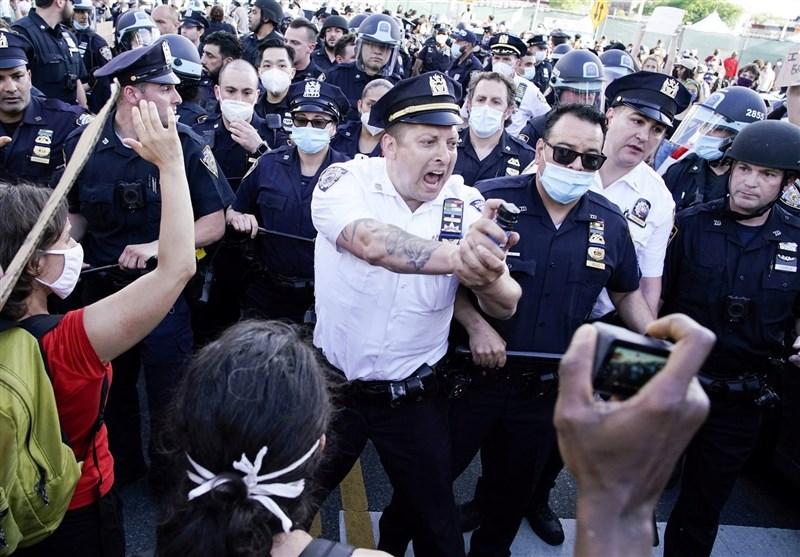 حمله پلیس آمریکا به اعتراضات مسالمتآمیز در سیاتل +فیلم