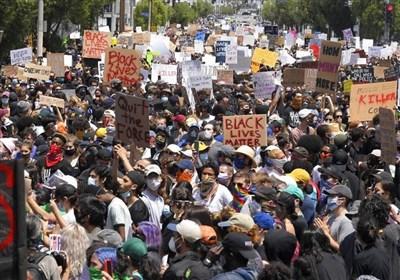 آلاف المحتجین الأمریکیین یتجمعون فی بورتلاند احتجاجاً على مقتل جورج فلوید