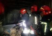 آتشسوزی گسترده در یک واحد تجاری کرج / جلوگیری از سرایت حریق به 10 واحد تجاری 