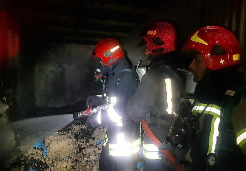 آتشسوزی انبار کارخانه خوراکی در شهرک صنعتی فردوسی مشهد اطفاء شد
