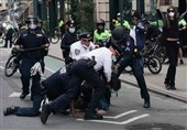 پلیس سیاتل با دوچرخه از روی سر معترض به نژاد پرستی در آمریکا رد شد+فیلم