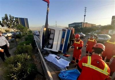 یک کشته و ۲ مصدوم بر اثر واژگونی مینیبوس در جاده خاوران + تصاویر