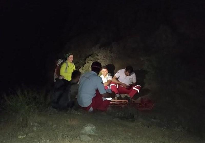 تلاش 10 ساعته نجاتگران هلال احمر کرج برای نجات دو طبیعتگرد از درههای روستای «پورکان»