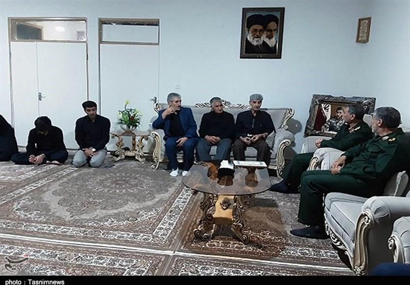 دیدار فرمانده سپاه کردستان با خانواده شهدای تروریستی دیواندره و دری مریوان+تصاویر
