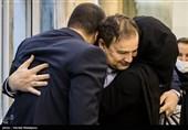 دیدار مجید طاهری پزشک ایرانی با فرزندانش در VIP فرودگاه امام خمینی(ره) پس از آزادی از زندان آمریکا