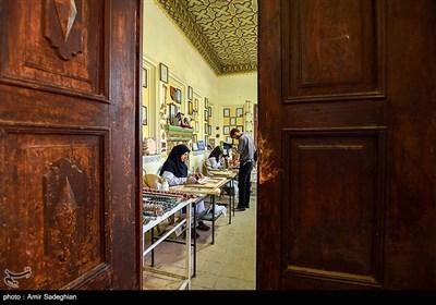 مهمترین مراکز خاتمسازی درایران ،اصفهان و شیراز و تهران هستند که البته اکثر خاتمسازان در تهران اصفهانی یاشیرازی هستند.