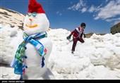 جشنواره آدم برفیهای خوشحال با حضور خانواده ها و شهروندان تهرانی در ایستگاه 7 توچال