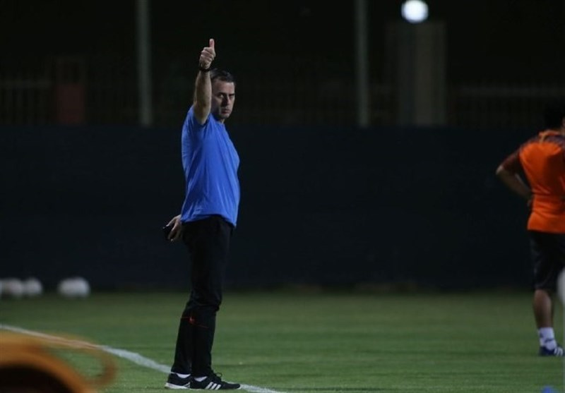 آذری: اگر بخواهیم هم نمیتوانیم مقابل نساجی بازی کنیم/ همه تیمها 7-6 بازیکن کرونایی دارند