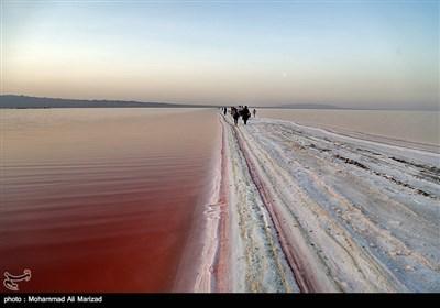 دریاچه حوض سلطان - به رنگ خون