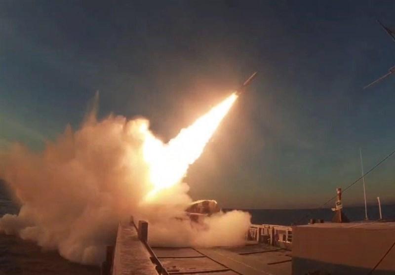 استقرار و شلیک سامانه موشکی سوم خرداد بر روی شناور نیروی دریایی سپاه + فیلم و تصاویر
