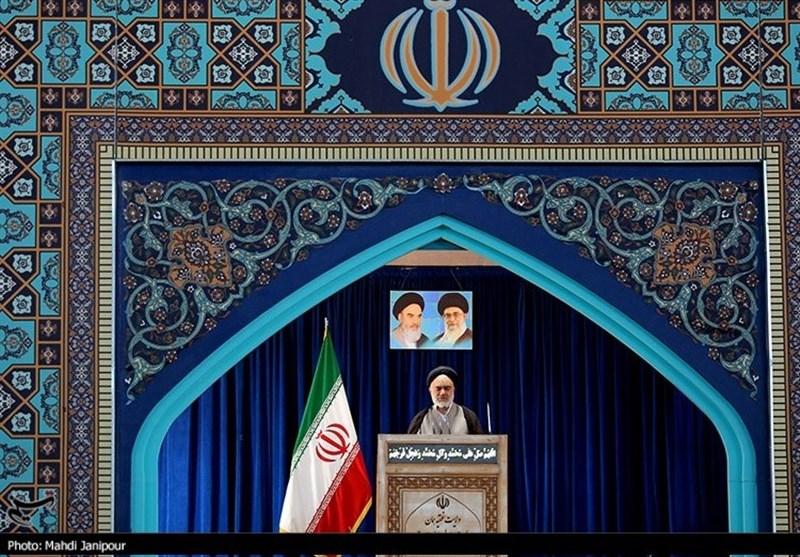 امام جمعه موقت اصفهان: مراقب دسیسههای دشمن باشید