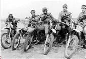 شهید چمران چگونه موتورسواران تپه گیشا را به میدان جنگ برد/ موتورسوار قهرمانی که در بین جنازهها جامانده بود!