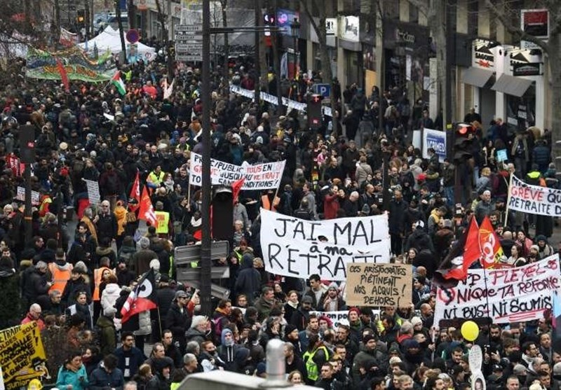 Thousands March in Nantes in Memory of Police Raid Victim (+Video)