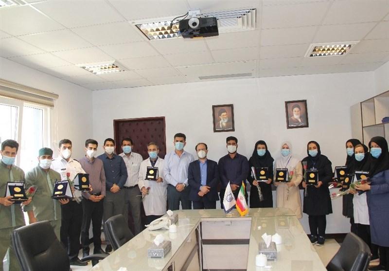 اهداء نشان شجاعت به کادر درمانی از سوی جامعه اسلامی دانشجویان