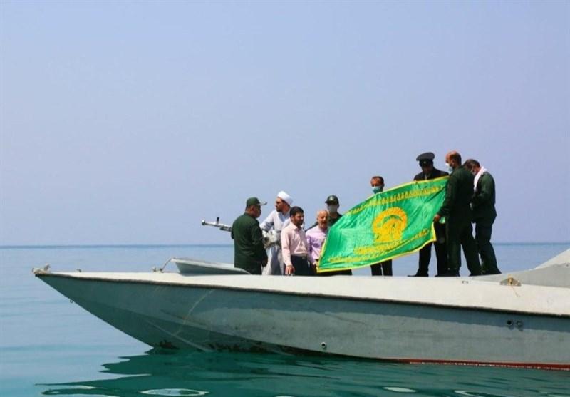 پرچم آستان قدس رضوی در پهنه آبهای نیلگون خلیج فارس بوشهر به اهتزاز در آمد