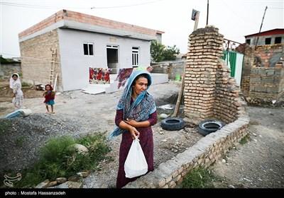 طبخ و توزیع غذای گرم به مناسبت ولادت حضرت امام رضا(ع) در مناطق سیل زده شهرستان آق قلا