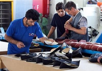 """سرمایهگذاران تولید کفش """"هیدج"""" به حمایت مسئولان چشم دوختهاند"""