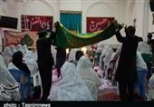 نوعروسان لرستانی زیر سایه خورشید؛ جشن اهداء جهیزیه با حضور خادمان رضوی انجام گرفت